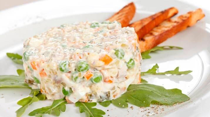 ТОП -10 рецептов салата «Оливье»