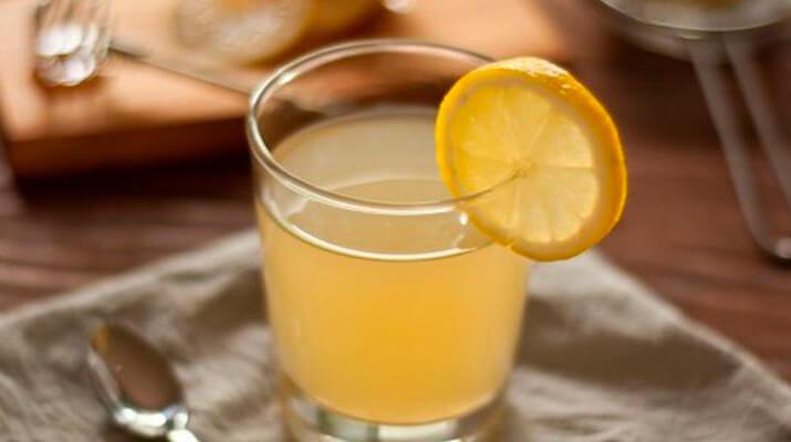 Согревающий имбирно-лимонный напиток