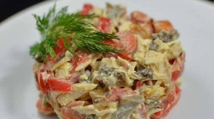 Салат с курицей и маринованными грибами