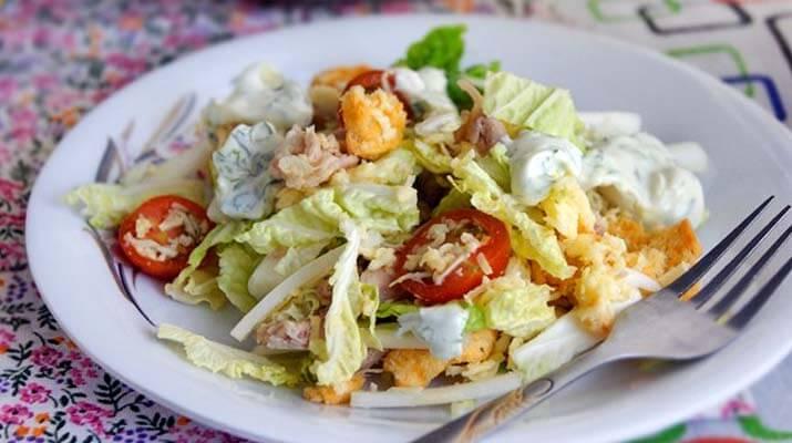 Салат «Цезарь» по-русски — просто, быстро и очень вкусно!