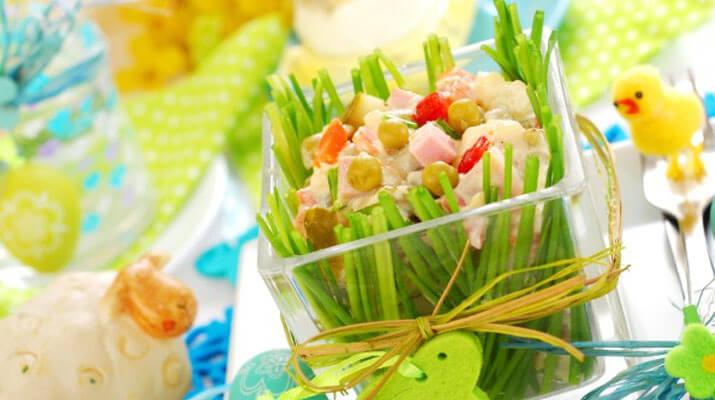Салат с копченой колбасой и капустой