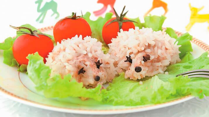 Рисово-мясные ежики, запеченные в духовке