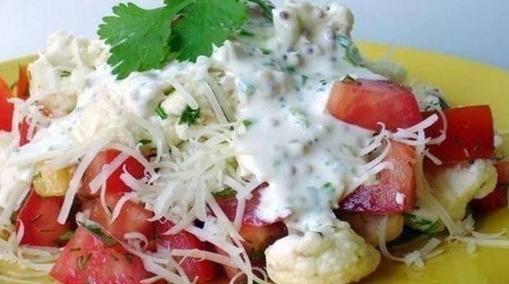 Салат из цветной капусты и помидор