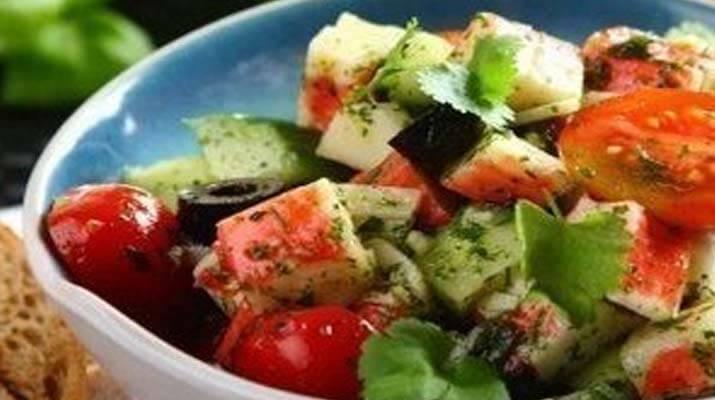 Диетический салат из крабовых палочек