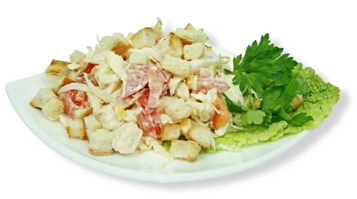 Вкусный и сытный салатик с помидорами и ветчиной