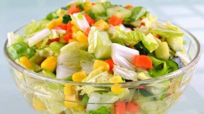 Овощной салат с баклажанами и зеленым луком