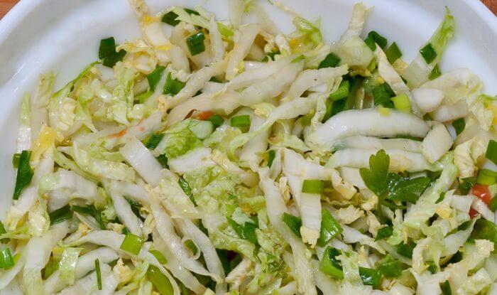 Салат из кукурузы, капусты, огурцов