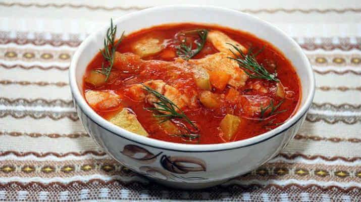 Мясной суп с помидорами