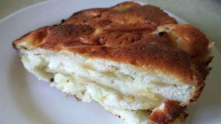 Пирог банановый с яблоками