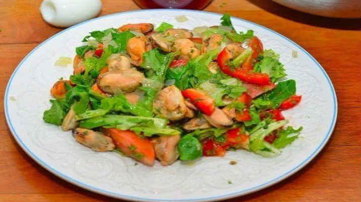 Салат из моркови, мёда и орехов