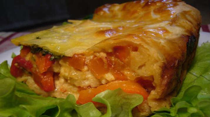 Пирог с печеным перцем и сыром