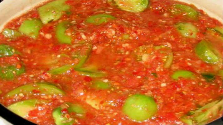 Зеленые помидоры в остром соусе