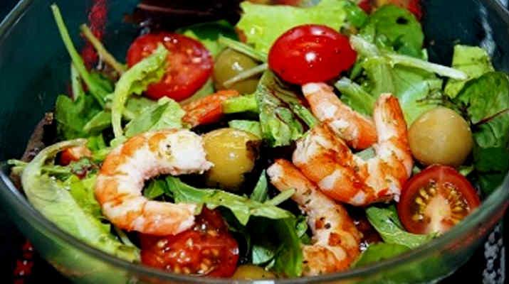 Салат из помидор с оливками