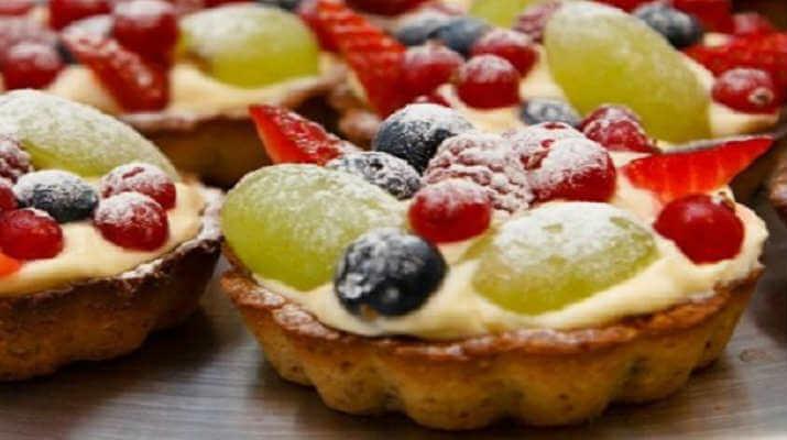 Миндальные корзиночки с фруктами