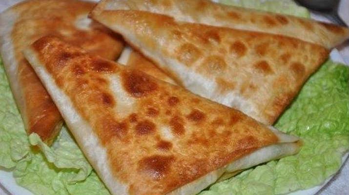 Закусочные треуголки с сыром