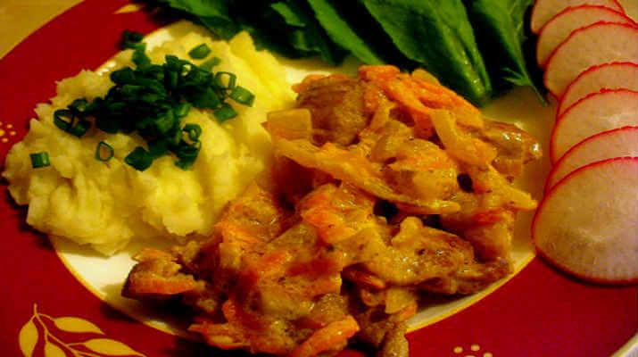 Свинина под сырным соусом