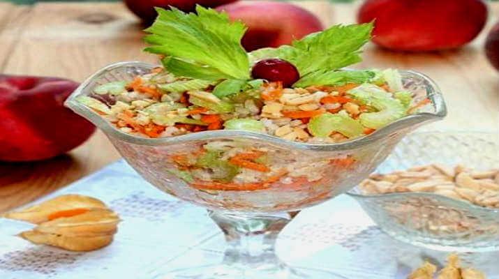 Салат из риса и орехов