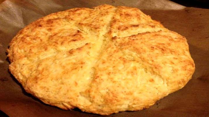 Лепешка с сыром и яблоками