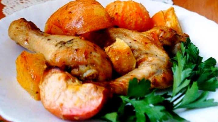 Мясо курицы, запеченное с фруктами