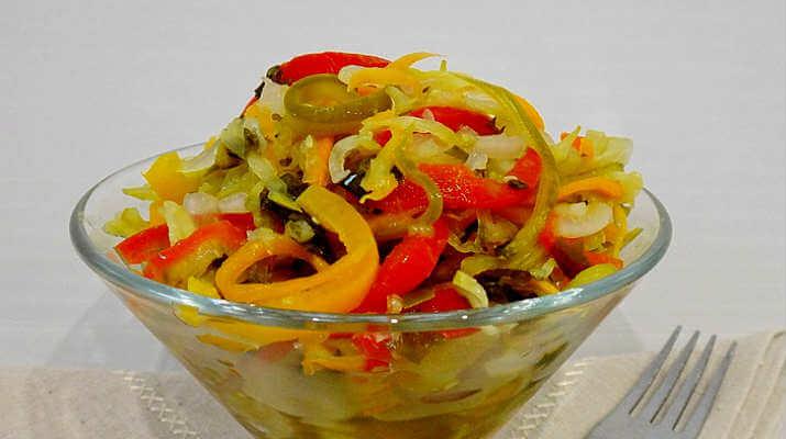 Пикантный салат из огурцов и перца, понравится всем
