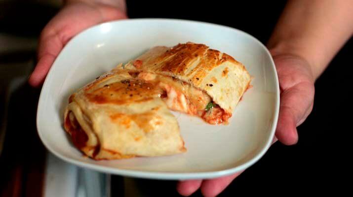 Пицца-рулет по домашнему