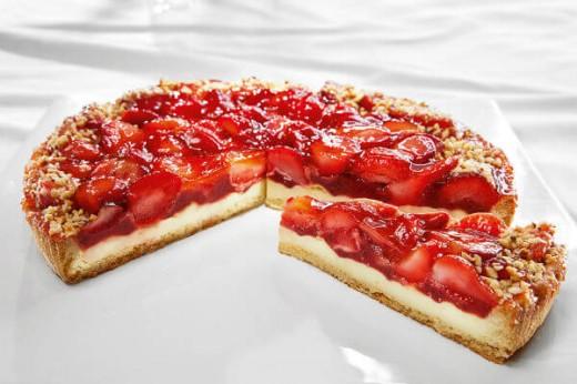 Заливной песочный пирог с ягодами