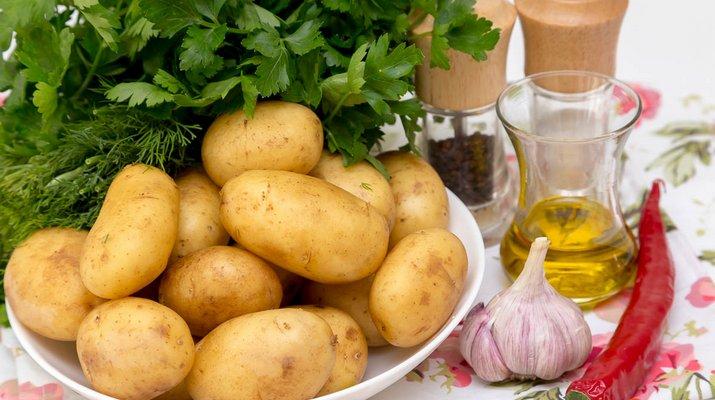 чистка молодого картофеля1