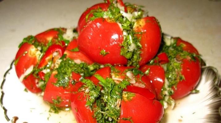 Малосольные помидоры с пикантной начинкой