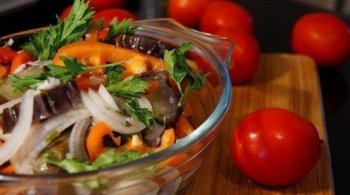 Чесночные сухарики для салатов