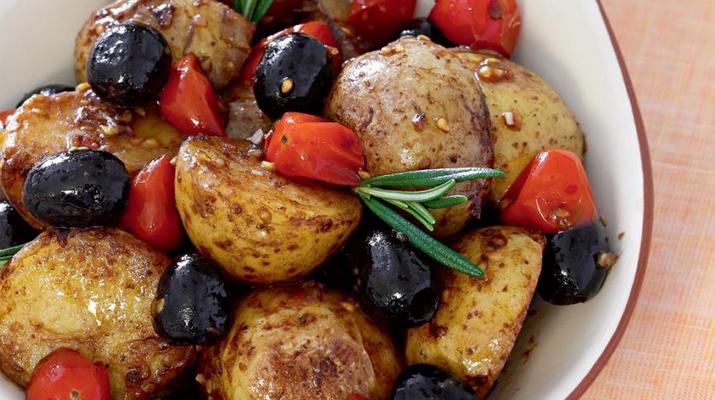 Теплый салат из молодого картофеля