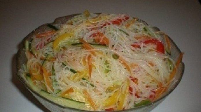 Салат «Фунчоза» с овощами