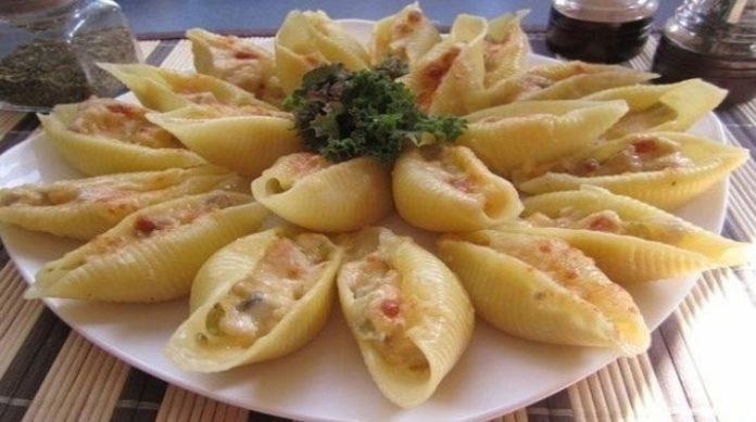 Фаршированные ракушки с соусом бешамель