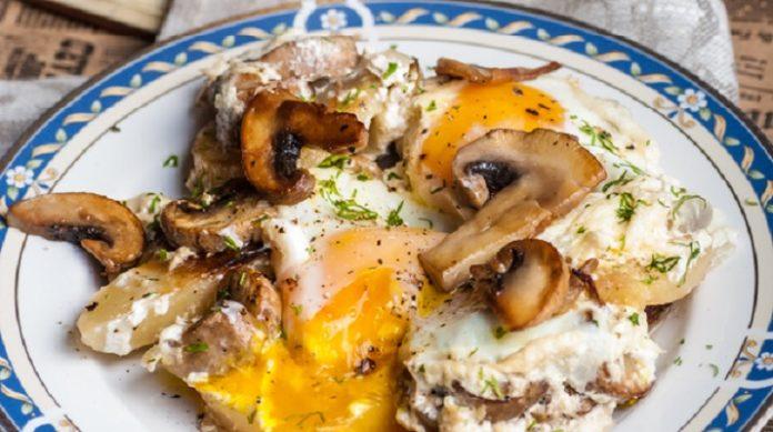 Яичница, запеченная с картофелем и сливками