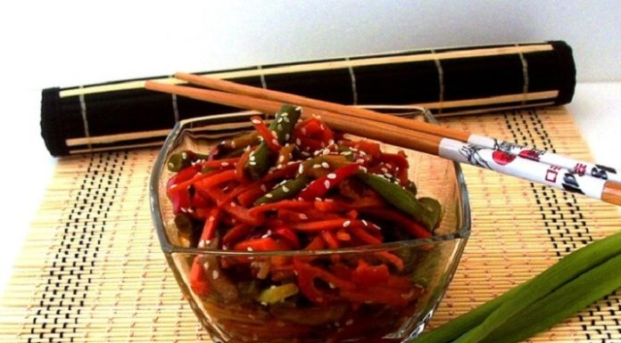 Острый салат из фасоли с грибами и овощами