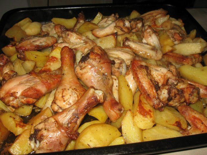 Запеченный картофель с курицей в духовке