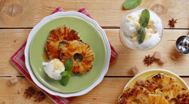 Ананасовые оладьи с мороженым