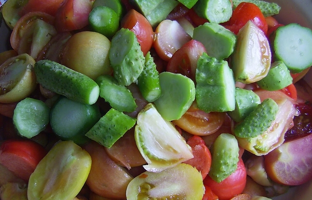 Салат из помидор и огурцов на зиму