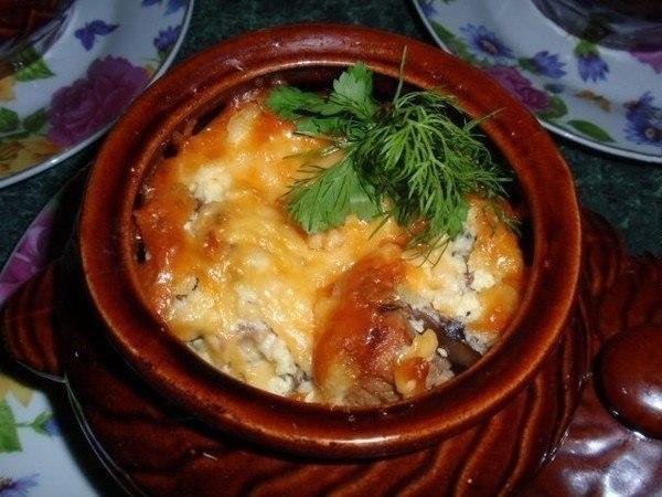 Овощное рагу с мясом в горшочках
