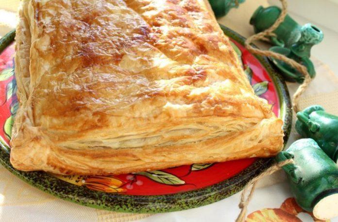 Куриный пирог из слоеного теста