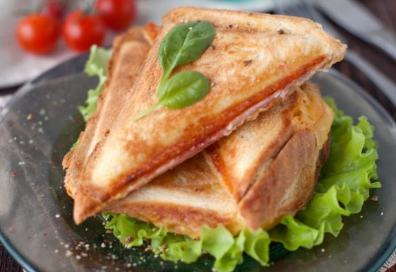 Сэндвич запеченный в яйце в мультипекаре