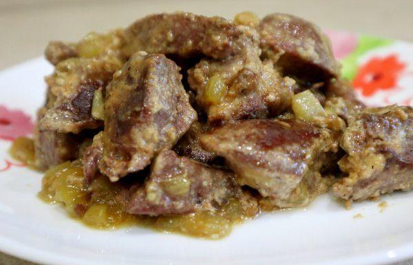 Тушеная свиная печень в сметане