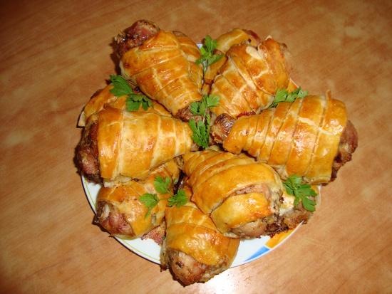 Куриные окорочка, запеченные в слоенном тесте