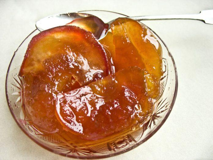 Яблочное варенье с карамелью