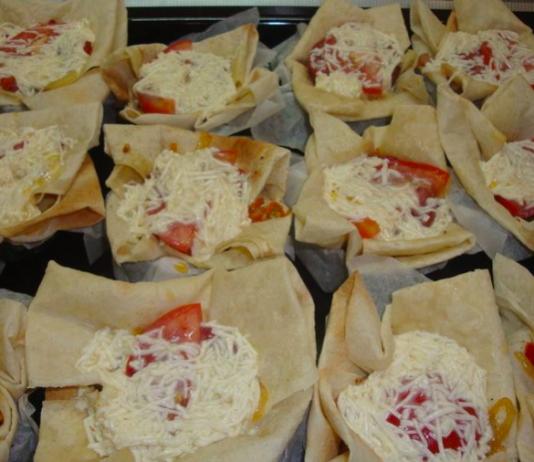 Кексы из лаваша, грибов и сыра