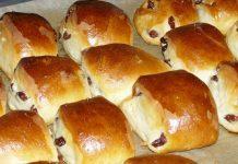 Нежно-румяные пышки со сметаной и сахаром