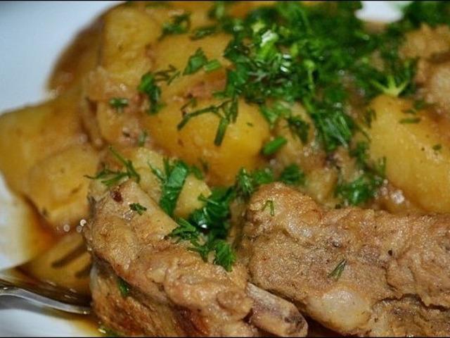 Картошка с ребрышками в мультиварке
