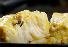 Рыба, запеченная в сырном суфле