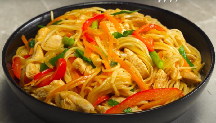 ВОК С КУРИЦЕЙ за 20 минут. Ужин получится вкусным! Рецепт от Вкусная Кухня!
