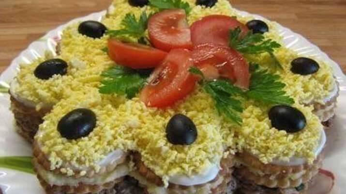 Салат — торт из крекеров