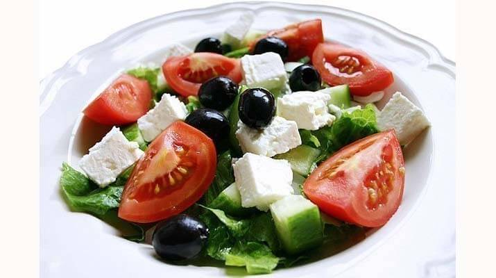 Греческий салат. Вкусно, легко, полезно.
